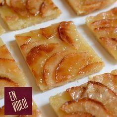 Esta tarta de manzana, es la tarta de las tartas! Tiene el equilibrio justo del sabor de la manzana, el azúcar caramelizada y el crocante de la masa que hace que sea una de las mas ricas que haya probado... y además de todo es muy fácil de hacer! INGREDIENTES Para la masa:Harina 250 gr, manteca 130 gr, sal 1/2 cdta, Azúcar 1 cda y agua 60 gr. Para la cobertura:Manzanas verdes Granny Smith 3 u, A ... Apple Desserts, Sweet Desserts, Apple Recipes, Sweet Recipes, Delicious Desserts, Cake Recipes, Dessert Recipes, Yummy Food, Pastry And Bakery