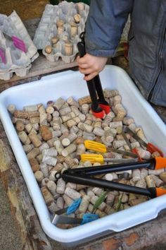 Fine motor activity with tongs and corks. Also a montessori practical life experience working with kitchen tools. Motor Skills Activities, Gross Motor Skills, Montessori Activities, Infant Activities, Preschool Activities, Montessori Kindergarten, Nursery Activities, Montessori Elementary, Maria Montessori