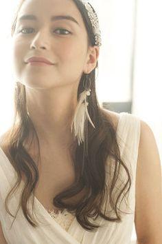 お洒落花嫁さんにぴったりのおでこ全開カチュームヘア☆ Aライン・プリンセスドレスに合うダウンヘアの髪型まとめ。ウェディング参考用。
