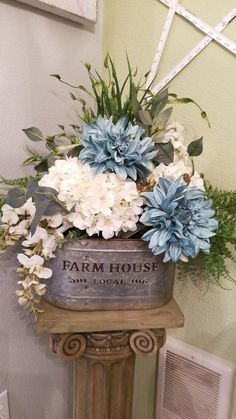 Affordable Arranging Things Ideas In Home For Perfect Order - TRENDECORS - Affordable Arranging Things Ideas In Home For Perfect Order 55 Informations About Affordable Arr - Country Decor, Rustic Decor, Farmhouse Decor, Farmhouse Style, Deco Floral, Floral Design, Art Floral, Silk Flower Arrangements, Floral Centerpieces