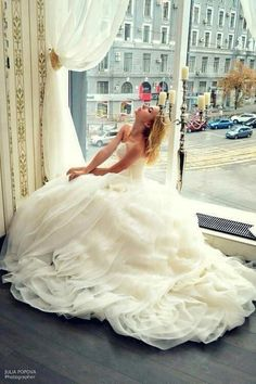 Magical wedding dress. |  www.mysweetengagement.com