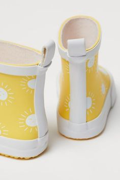 Calf-high rubber boots with a loop at back. Fabric lining, fabric insoles, and fluted rubber soles. Yellow Sun, Rainy Weather, H&m Gifts, White Patterns, Fashion Company, Calves, Fashion Online, Personal Style, Baby Shoes