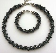 biżuteria soutache, haft koralikowy, torby z filcu: Naszyjnik beading
