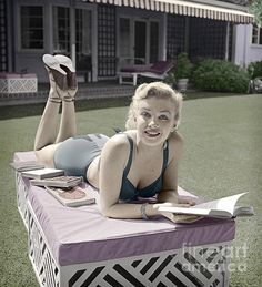 """Marilyn Monroe reading photography books on a garden lounge in Burbank Califorina, Image tinted from the original cm B&W camera negative. """"I never wanted to be Marilyn - it just happened. Marilyn's like a veil I wear over Norma Jeane. Classic Hollywood, Old Hollywood, Hollywood Actresses, Hollywood Glamour, Marlene Dietrich, Marilyn Monroe Gif, Celebrities Reading, Undercut Long Hair, Greta"""