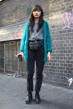 I love fanny packs, alleys, turquoise, sweaters, and coffee Fashion Themes, Fashion Outfits, High Wasted Jeans, Moda Vintage, Only Fashion, Couture, Minimal Fashion, Types Of Fashion Styles, Street Style Women