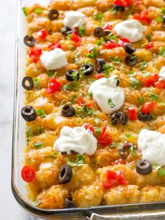 This Tater Taco Casserole is a Mexican mixture of taco meat, beans, corn, and cheese topped with tater tots and enchilada sauce. The family will love it. This Tater Taco Casserole is a dish that the Tater Tots, Tater Tot Nachos, Mexican Food Recipes, Beef Recipes, Cooking Recipes, Recipies, Mexican Dishes, Family Recipes, Healthy Recipes
