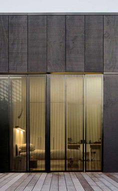 Modern wooden facade - glass doors - August 24 2019 at - Barn Door In House - Fachadas Timber Cladding, Exterior Cladding, Exterior Design, Interior And Exterior, Wall Exterior, Interior Doors, Architecture Résidentielle, Installation Architecture, Minimalist Architecture