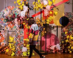 Floral art installation created at our workshop in Moscow. Inspired by the works of Takashi Murakami and super flat style. Contemporary art is our love 🙏🙏 Go beyond - what moves us forward. Style Floral, Floral Theme, Event Themes, Event Decor, New Years Decorations, Wedding Decorations, Graffiti Flowers, Flower Installation, Backdrop Design