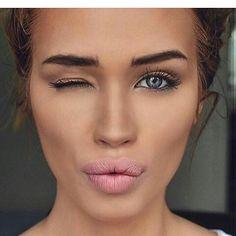 Vogue kiss - Isabella