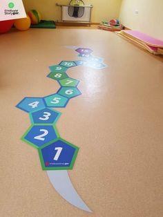 Wyjątkowe gry korytarzowe, kreatywne strefy gier ceny, gry korytarzowe cena, kreatywne gry korytarzowe, gry na korytarz szkolny, gry podłogowe, szkolne gry korytarzowe, child, primary school, primary, teachers, playground games, kindergarden, hopscotch, corridors, gry i zabawy ruchowe