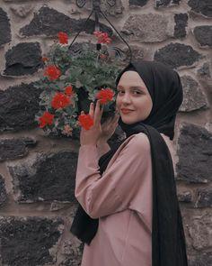 Instagram Hijab, Muslim Fashion, Hijab Fashion, Profile Picture For Girls, Thankful And Blessed, Tumblr Girls, Selfie, Women's Fashion Dresses, Portrait