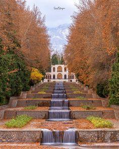 Persian Architecture, Landscape Architecture, Iran Pictures, Visit Iran, Persian Garden, Iran Travel, Flower Phone Wallpaper, Most Beautiful Gardens, Beautiful Buildings