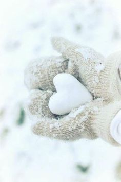 Want to have a Heart to Heart snow ball fight for Valentine's Day ? I Love Winter, Winter Snow, Winter Christmas, Winter White, Hello Winter, Snow White, Danish Christmas, Cottage Christmas, Scandinavian Christmas