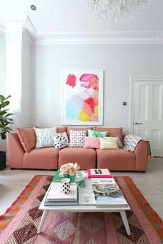 littleBIGBELL How to style a pink sofa. My coral pink sofa from dfs Coral Pantone, Pantone Color, Live Coral, Coral Pink, Blush Pink, My Living Room, Living Room Decor, Rosa Sofa, Velvet Corner Sofa