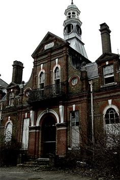 Cane Hill Was completed in 1882 and at its peak held a maximum of 2000 patents. It was considered at the time to be a prime example for the treatment of the mentally ill. Largely unchanged this imposing Victorian asylum continued to serve the Surrey area for the next century.