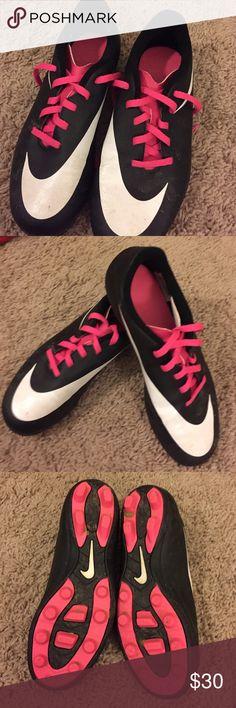 🔸Nike girls Soccer cleats.  Worn twice. Nike Shoes Sneakers