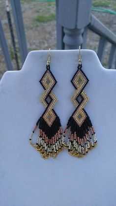 Native Amerian Style Beaded Twisted Earrings in Black, Gold, Silver and Copper Brick Stitch, Peyote, Seed Bead Jewelry, Bead Jewellery, Seed Bead Earrings, Beaded Earrings, Fringe Earrings, Diy Jewelry, Bead Embroidery Jewelry, Beaded Jewelry Patterns, Brick Stitch Earrings