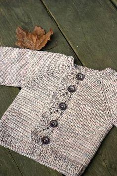 Gri örgü düğmeli bebek kazakları