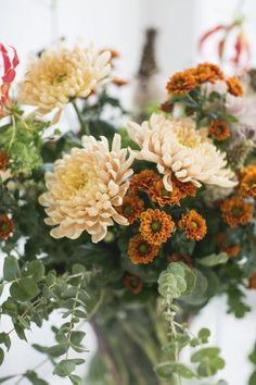 October Birthday, Autumn Cozy, White Pumpkins, Table Flowers, Autumn Garden, Fresh Flowers, Flower Decorations, Four Seasons, Warm And Cozy