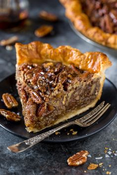 No Corn Syrup Pecan Pie made with real maple syrup! If you've been searching for a no corn syrup pecan pie that tastes AMAZING, look no further! Because this recipe is pure perfection. And sure to be a hit at your holiday celebrations! Best Pecan Pie Recipe, Pecan Recipes, Pie Recipes, Dessert Recipes, Pecan Pie Recipe No Corn Syrup, Maple Syrup Recipes, Peacon Pie Recipe, Easy Pecan Pie, Recipes Dinner