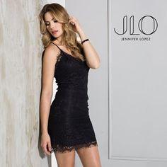 Disfruta con mucho estilo con este vestido de #jlobyjenniferlopez encuentra la nueva colección en nuestras tiendas #xus #nochedeviernes