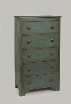 NEW ENGLAND FIVE-DRAWER CHEST IN BLUE PAINT Primitive Painted Furniture, Painting Antique Furniture, Antique Paint, Rustic Furniture, Primitive Antiques, Primitive Decor, Early American Furniture, Apothecaries, Blanket Chest