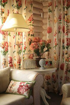 Древняя мудрость «Пусть расцветают сто цветов» прекрасно работает в дизайне интерьеров. Рассматриваем «Цветочный домик» от дизайнера Натальи Рудаковой: французский сад в шкатулке из слоновой кости.