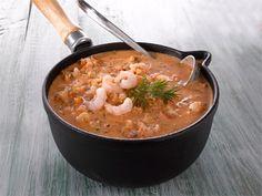 Lempeän tulinen katkarapupata maistuu pastan tai riisin kanssa. Kokeile kastiketta myös äyriäislasagnessa.