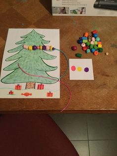 Eigen creatie van Manou Hannes 1/12/2015 Parelketting thema kerst: slingers… Christmas Activities, Christmas Themes, Diy For Kids, Crafts For Kids, Santa's Little Helper, Fine Motor Skills, Kindergarten, December, Xmas