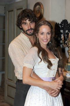 cesar y almudena Sexy Military Men, Alex Garcia, Fantasy Couples, Alonso, Hair And Beard Styles, Red Carpet Dresses, Classic Movies, Ruffle Blouse, Celebs