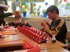 brug-bouwen-papier - Google zoeken Stem Activities, Activities For Kids, Crafts For Kids, Art Classroom Decor, Team Building, School Projects, Circuit, Transportation, Preschool
