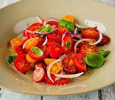 Bilde av tomatsalat Caprese Salad, Bruschetta, Food And Drink, Vegetables, Prom, Tags, Recipe, Board, Garden