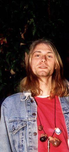 Kurt Cobain Grunge Party, Nirvana Songs, Kurt And Courtney, Musical Hair, Donald Cobain, Nirvana Kurt Cobain, Dave Grohl, Foo Fighters, Pretty Men