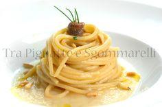 Spaghetti con crema di sedano rapa, alici e pinoli tostati | Tra Pignatte e Sgommarelli