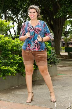 Curvy Outfit: browns shorts - printed top - denin vest