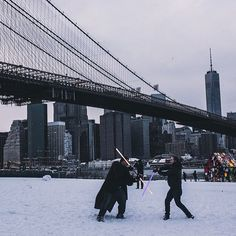 #Brooklyn: One of the greatest things about #NYC are the random, beautiful moments you happen upon that instantly make you smile. Photo taken by Jackson Tisi. #starwars #comissionculture #brooklynbridge #dumbo #snow
