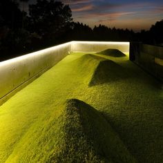 The Hills Are Alive Landscaped mounds of earth on this contemporary rooftop lawn enhance visual interest and provide places to lounge. Landscaping Software, Landscaping Company, Landscaping Contractors, Deep Water Bay, Landscape Lighting Design, Lawn Lights, Luxury Landscaping, Landscaping Ideas, Residential Roofing