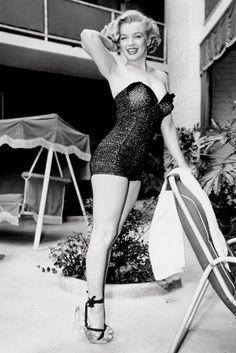 Marilyn Monroe stunning in black