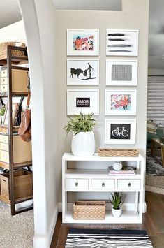 Outstanding 20+ Wonderful Small Entry Way Apartment Decor Ideas http://goodsgn.com/design-decorating/20-wonderful-small-entry-way-apartment-decor-ideas/