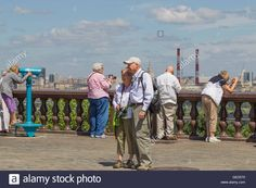 Download this stock image: Tourists on a viewing platform on Sparrow Hills, Moscow, Russia. - GED570 from Alamy's library of millions of…