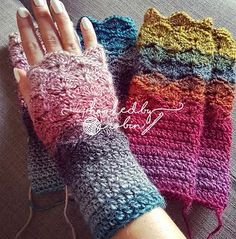 Fantail Shell Stitch Fingerless Gloves - free crochet pattern ~ Hooked by Robin