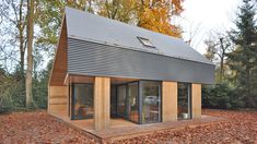 Recreatiewoning Eefde | BONGERS architecten bna Modern Wooden House, Modern Barn House, Barn House Kits, Crazy Home, A Frame House Plans, Best Tiny House, Property Design, Industrial House, Tiny House Design