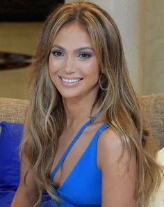 There's no question that Jennifer Lopez always looks amazing, and the star's whirlwind weekend of style further proved that point. See her looks here! Jenifer Lopes, Jennifer Lopez News, Jennifer Lopez Hair Color, Jennifer Lopez Makeup, Corte Y Color, Celebs, Celebrities, Celebrity Hairstyles, Pretty Hairstyles