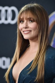 Elizabeth Olsen : 2019 : love the bangs Mary Kate Ashley, Beautiful Celebrities, Beautiful Actresses, Beautiful Women, Scarlett Johansson, Elizabeth Olsen Scarlet Witch, Elisabeth, Hollywood Actresses, American Actress
