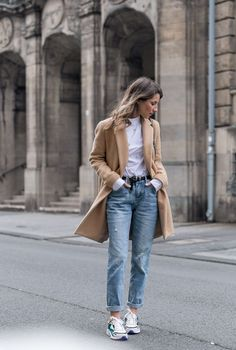 Auf heißen Sohlen :: Meine neuen Sneakers, Mantel, Bluse & Girlfriend Jeans | Véjà Du Modeblog aus Deutschland / Fashion Blog from Germany