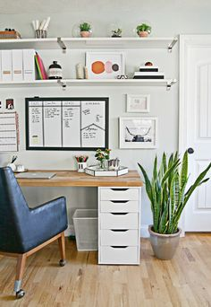 home office organization 9 Steps to a More Organized Office Mesa Home Office, Home Office Space, Home Office Desks, Office Decor, Office Chairs, Office Setup, Interior Office, Home Office Furniture Ideas, Small Office Desk