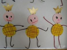 Risultati immagini per épiphanie galetts des rois activités maternelle Nursery Activities, Petite Section, Weaving Projects, Diy Crafts For Kids, Kids And Parenting, Art Lessons, Christmas Time, Holiday, Barn