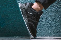 neighborhood-adidas-originals-iniki-runner-boost-01