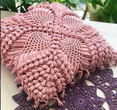 http://crochelinhasagulhas.blogspot.com.au/2018/01/almofada-em-croche-by-de-la-rosa.html