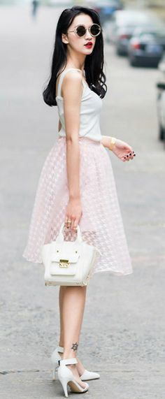 Pretty and sheer pink houndstooth skirt Colorful Fashion, Cute Fashion, Fashion Beauty, Womens Fashion, Houndstooth Skirt, Fashion Essentials, Simple Outfits, Girly Girl, Passion For Fashion